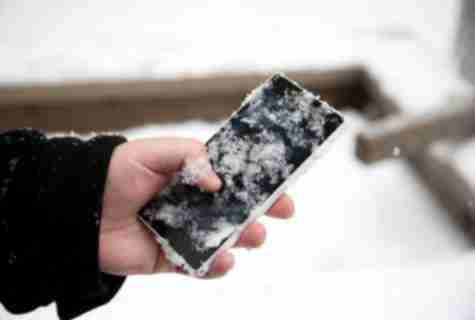 Що робити, якщо ваш смартфон замерзає і відключається на холоді